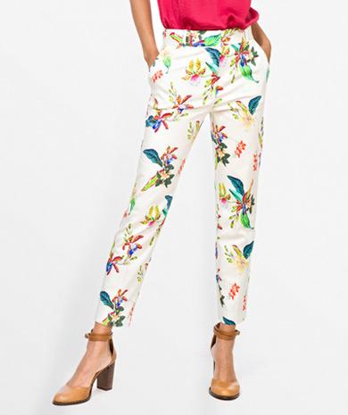Calças capri com estampado floral Calças Mulher | LANIDOR